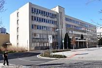 Chátrající budova bývalé polikliniky v Teplicích.