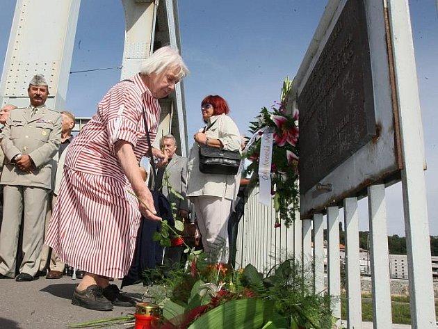 Na Benešově mostě proběhl pietní akt u příleřitosti smutné události, kdy 31.července 1945 došlo k násilí na Sudetských Němcích. Tehdy je skupina Čechů naházela z mostu do vody. Ve vodě je pak postříleli.