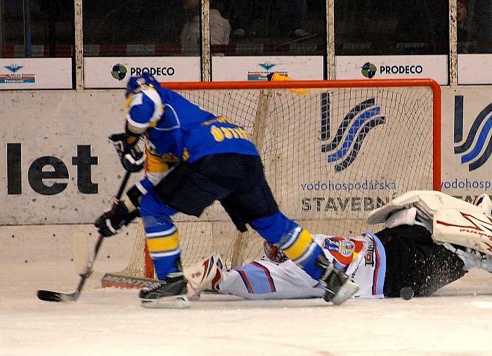 Ústečtí lvi poprvé padli. KLH Chomutov - HC Slovan Ústečtí Lvi 6:3