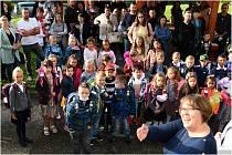 Dobětická škola Rabasova byla 1. září v obležení, mezi stovkami zkušených školáků se neztratili nováčci.