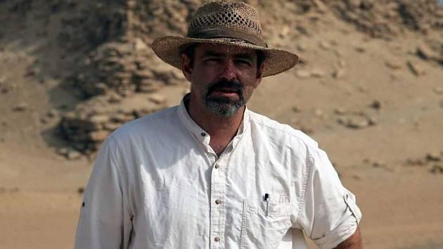 Egyptolog Jaromír Krejčí v Abúsíru.