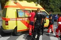 Strážníci a záchranka v akci.