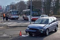 Nehoda na křižovatce ulic Malátova a Hoření.