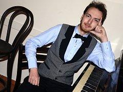 Luděk Havel z Ústí nad Labem se probojoval do finále celorepublikové soutěže Pianista roku 2013.