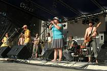 Kapela Allstar Refjúdží Band zahraje na hlavní scéně Barevné planety na Mírovém náměstí v Ústí nad Labem.