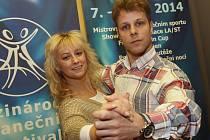 Taneční umění tváří festivalu Lucie Hunčárové a Jana Ondera můžete obdivovat v sobotu 8. listopadu.