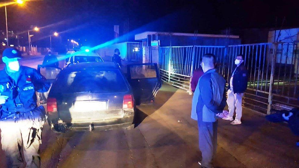 Kontrola osobního auta v Předlicích.