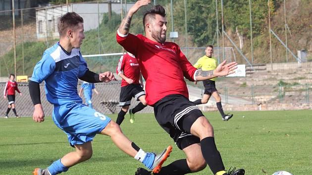 Fotbalisté Neštěmic (v červenočerném) doma porazili v 9. kole krajského přeboru Křešice 4:1. Foto: Deník/Rudolf Hoffmann