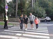 Se začátkem školního roku se vrátili strážníci k přechodům u škol.