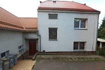 Stát prodal bývalou vojenskou ubytovnu v Tisé za čtyři miliony