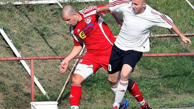 Fotbalisté Neštěmic (červení) remizovali v generálce na Střekově 4:4.