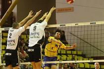Ústečtí volejbalisté doma porazili České Budějovice 3:1 a dál mohou snít o postupu do semifinále extraligy.