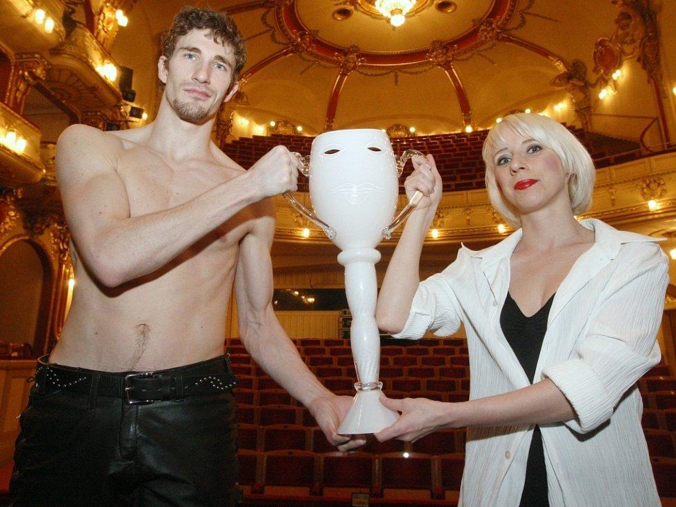 Tanečník Roberts Skujenieks s taneční partnerkou Michaelou Procházkovou.