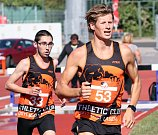 Baráž o extraligu v atletice mužů, září 2018 v Ústí nad Labem. Foto: Deník/Rudolf Hoffmann. Budil a Volár (53).