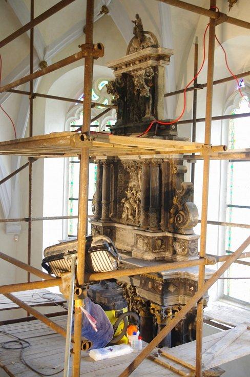 Veřejná prohlídka v rekonstruovaném kostele sv. Floriána přilákala tři stovky návštěvníků.