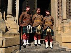 Skupinka tří členů ústeckého spolku Klubu vojenské historie se vydala na oslavu 100. výročí 3. bitvy o Ypres.