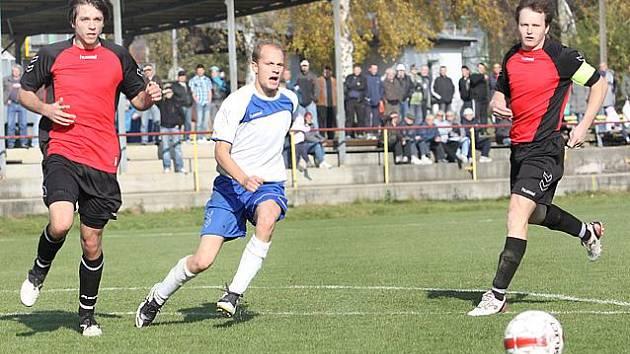 1. B třída  -   MSK Trmice (bílí) proti  FK Jiskra Velké Březno (červení)