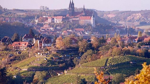 Míšeň je proslavená především díky svému unikátnímu porcelánu, ale také zdejší vinice jsou vyhlášené.