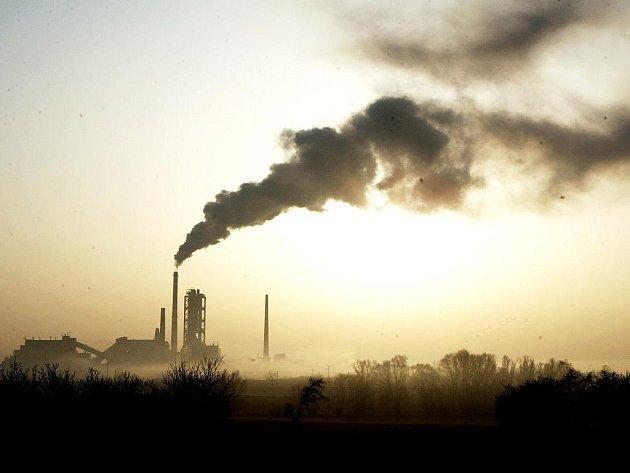 Začala riziková sezona výskytu smogu. Čížkovická cementárna naplánovala na neděli 6. listopadu start spalování nebezpečného odpadu, který dováží ze skládky Celio. Lovosicko vloni patřilo k nejpostiženejším oblastem.