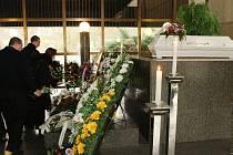 Smuteční síň zaplnily stovky truchlících, kteří se přišli rozloučit s tragicky zesnulou Kateřinou K.