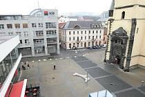 Kostelní náměstí. Primátor Vít Mandík ale chce, aby napříště neslo jméno Václava Havla.