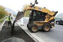 Sebuzín se po měsících čekání konečně dočkal stavby nového chodníku. Přijde na půl milionu korun, půlku zaplatí městský obvod Střekov, zbytek město Ústí.