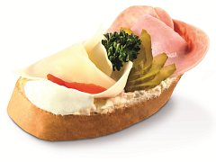 Obložený chlebíček. Ilustrační foto.