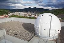 V noci z 27. na 28. 4. 2021 byly pořízeny první snímky dalekohledem Přírodovědecké fakulty (PřF) UJEP umístěným v kopuli na střeše nové budovy Centra přírodovědných a technických oborů (CPTO).