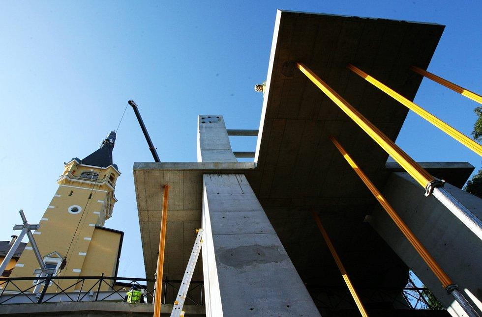 Stavba lanovky na Větruši. Září 2010