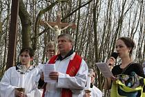 Ústečtí věřící šli na Velký pátek odpoledne na Mariánskou skálu.