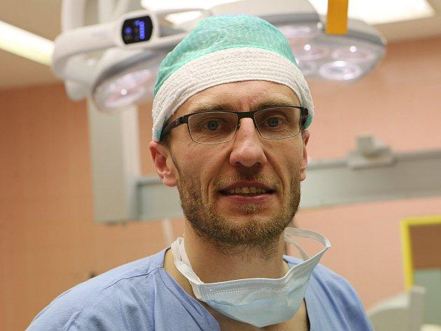 Unikátní ortopedické operace kolen provádí vMasarykově nemocnici vÚstí nad Labem ortoped MUDr. Pavel Neckář.