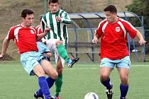 Fotbalisté Svádova (červení) zakončili podzim na poslední příčce tabulky.