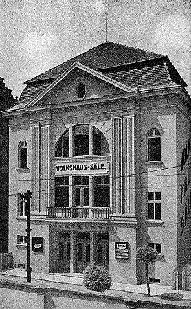 Sál Lidového domu. Hraničář patřil původně německé sociální demokracii a odborům.