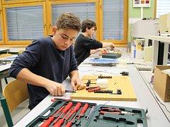 Soutěže A je to se ve středisku Stříbrníky Střední průmyslové školy zúčastnilo deset týmů základních škol.