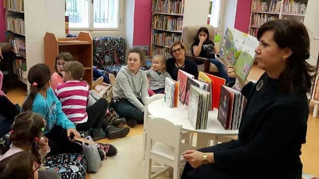 Nejmladší čtenáři v ústecké knihovně.