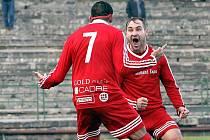 Fotbalisté Neštěmic (červení) doma porazili v derby Střekov 4:1.