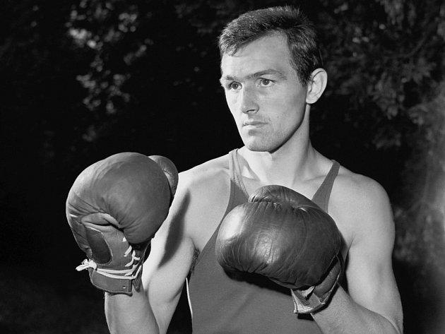 Boxer Bohumil Němeček na snímku zroku 1964.