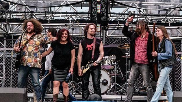Blue Rocket absolvovali letošní turné Kabátu jako předskokani. ... 700f47e0821