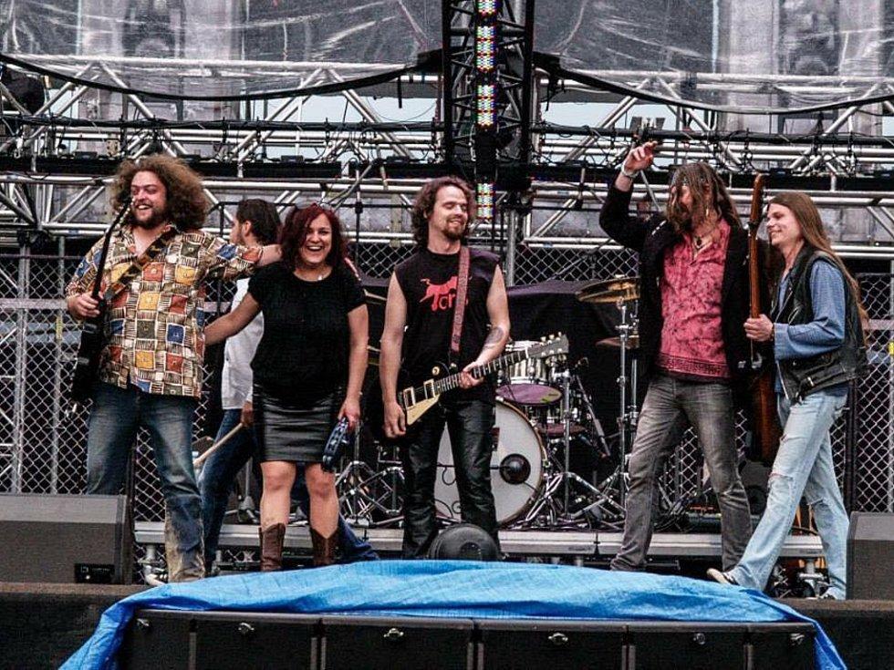 Blue Rocket absolvovali letošní turné Kabátu jako předskokani.