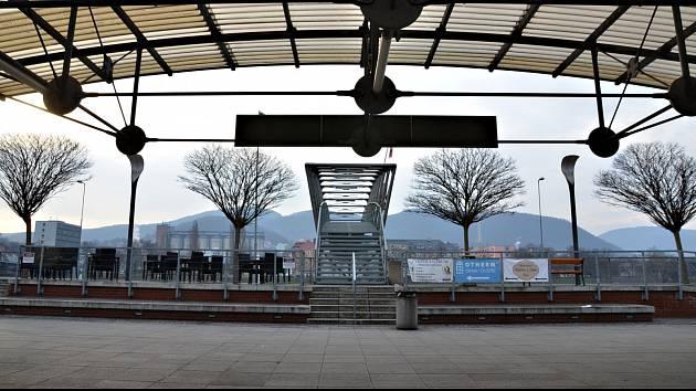 Prázdné ústecké nádraží.