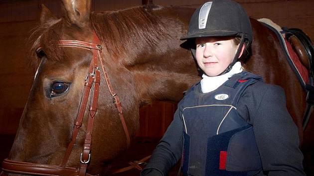 Karolína Rudorferová se svým zvířecím kamarádem Golden Star.