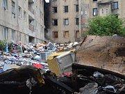 Likvidace skládky ve Sklářské ulici začala.