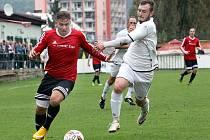 Fotbalisté Neštěmic (červení) doma prohráli s Bílinou 0:2.