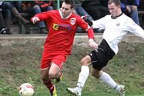 Fotbalisté Mojžíře doma v derby remizovali s Neštěmicemi (červení) 1:1.