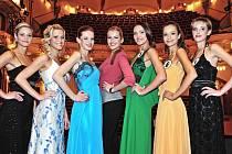 Zleva blondýnka Veronika Kopřivová z Teplic, rusovlasá Lenka Šindelářová z Chomutova a nakrátko Andrea Stieblingová z Mladé Boleslavi - studentka z Liberce - budou reprezentovat severní Čechy na prestižní soutěži Česká Miss 2012.