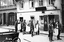 Během první světové války úřady zavedly přídělový systém na chléb a ostatní potraviny.