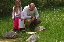 U příležitosti Světového dne želv otevřela ústecká zoo výběh pro tři samečky želvy ostruhaté. Pokřtili je polárníci a dostali jména Pankrác, Servác, Bonifác.