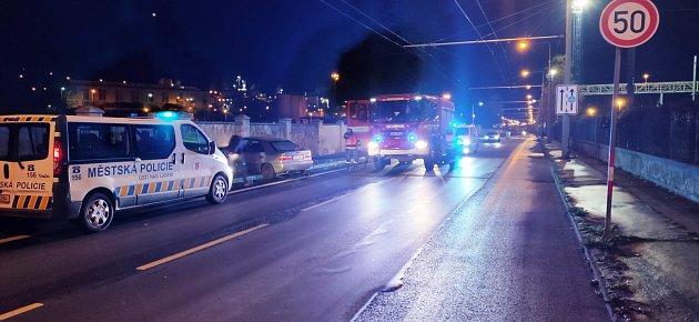 Nabourané auto vTovární ulici vÚstí nad Labem