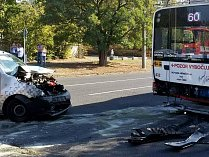 Nehoda osobního automobilu a trolejbusu na Kamenném vrchu