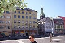 Pohled z Mírového náměstí rok 2010, kde dnes stojí obchodní dům Sever.